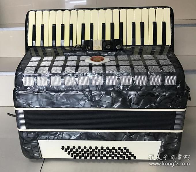 北京星海牌老手风琴文革时期60贝斯手风琴原盒