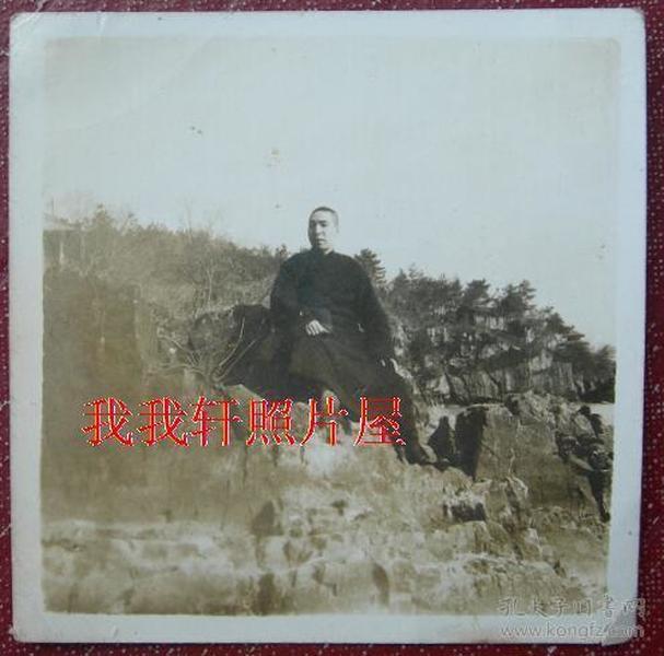 民国老照片:何玮臣,无锡鼋头渚 。有背题【陌上花开系列】