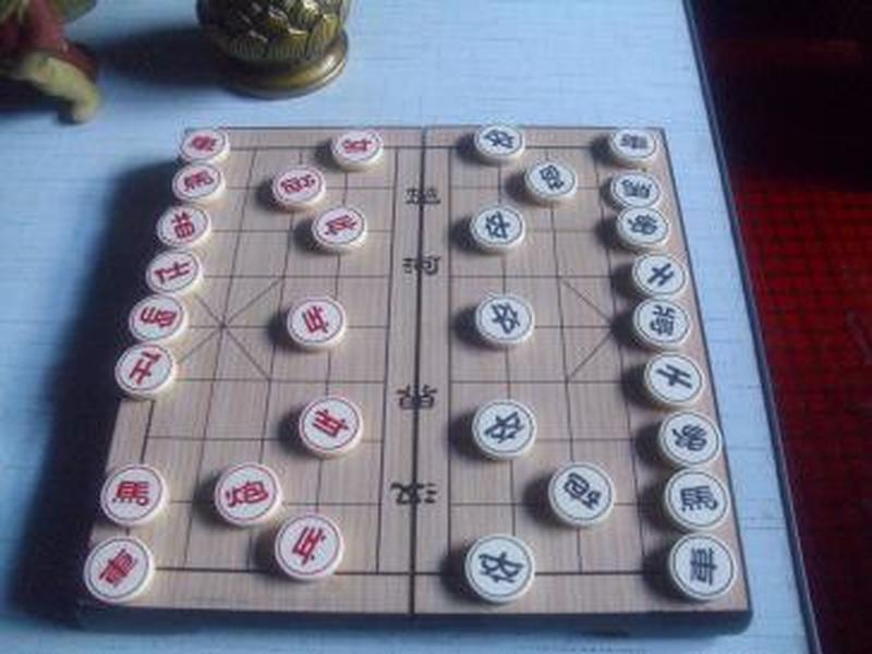 便携式塑料中国象棋1副---------盘盒打开放平后尺寸24*24cm