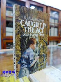 Caught in the Act (Orphan Train Adventures) 《孤儿列车冒险系列:陷入法案     琼.·洛厄.尼克松著》