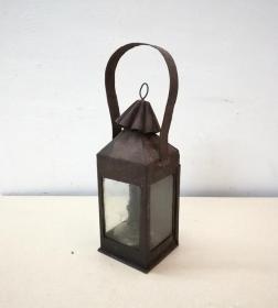 美观雅致的民国铁皮屋油灯