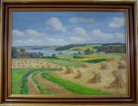 法国20世纪古董风景油画 尺寸:67×48CM 材质:布面油画 作者:(丹麦)维戈尔.叶斯帕森 画面描绘了乡村丰收的景色,无损