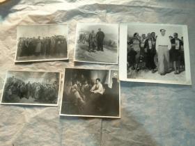 宣传画形式的毛泽东与白求恩、工人、农民在一起内容照片五张合售