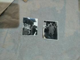 两张毛泽东在天安门城楼与林彪、陈伯  达等合影照(合售)