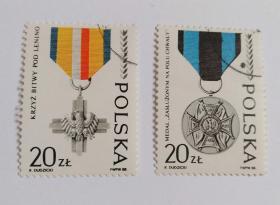 外国波兰邮票(盖销票2枚没有成套)波兰人民军45周年列宁诺战役十字勋章