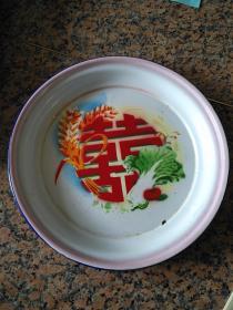 38、白菜麦穗红双喜(粮菜两自给),背大众建设牌-沈阳市搪瓷厂、1974.7.23,规格320MM,9品。
