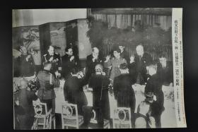 侵华史料《秩父宫殿下参加日德防共一周年的庆祝》 读卖新闻社  黑白老照片一张  1937年 右侧有事件详细说明