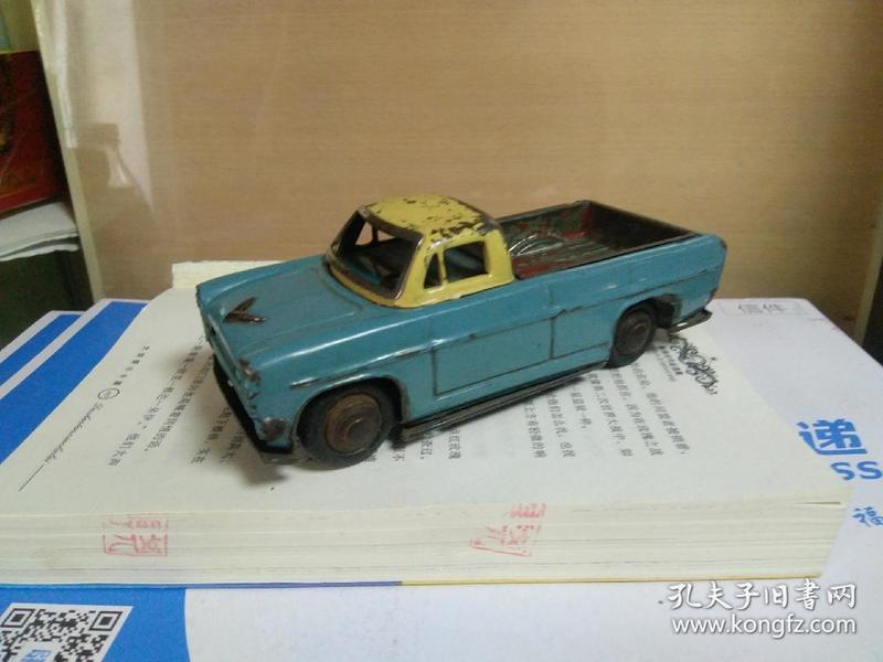 70年代,老铁皮玩具汽车。