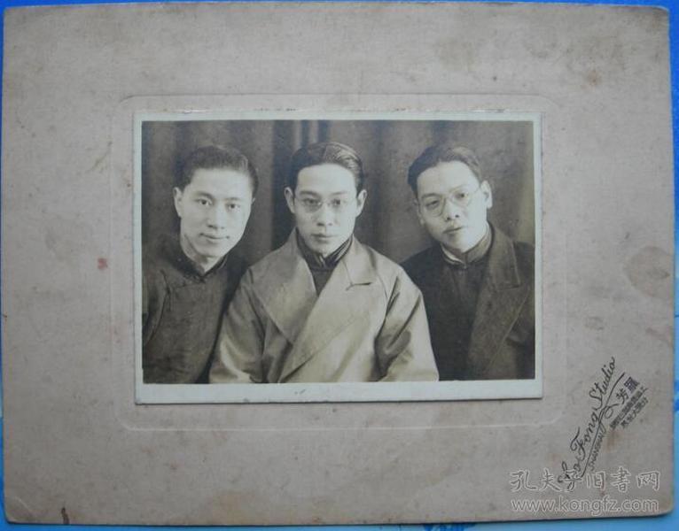 民国老照片:民国眼镜男子,上海罗芳照相馆(帖板尺寸15.4厘米*11.8厘米)