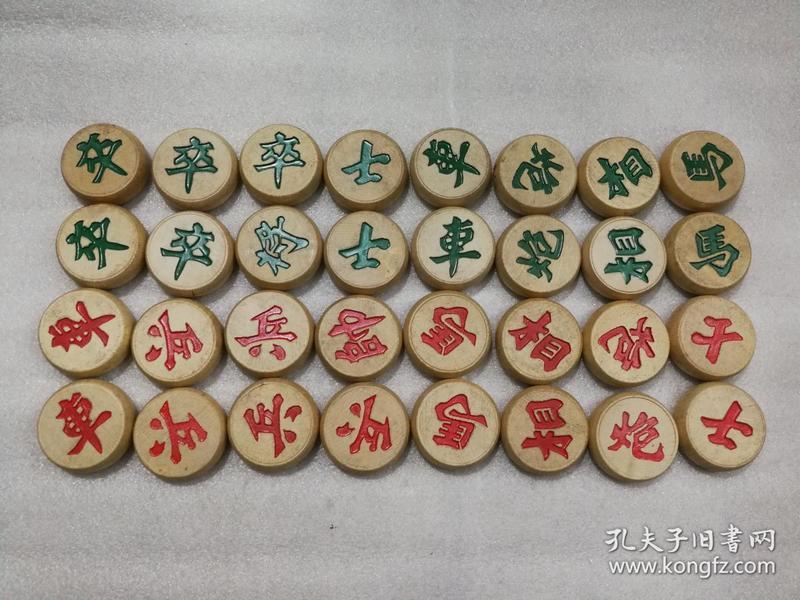 鼓形木质 中国象棋  32枚 大号 黑龙江省锦河玩具厂 有棋盘无盒
