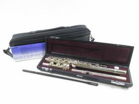 希品 日本购回品牌《原盒YAMAHA(雅马哈)专业表演级 长笛一件》 美品 可以正常使用 银制管体 管径约1.8CM 全长约70CMYFL - 514 925 Silver head头部管EC银制管乐器 可以上网收索正品的价格