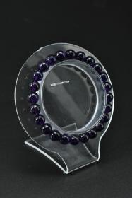 《紫水晶手串》一个 单颗尺寸:7.9mm,总重:15.74克。手串周长18cm 。水晶寓 意吉祥之意。