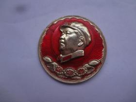 毛主席像章 (忠字章)   直径4.1CM   9品  背书:毛主席万岁   光芒无际的毛泽东思想胜利万岁