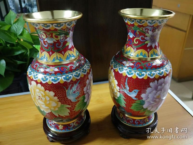 年底特惠,景泰蓝四线瓶,单丝四色、镀22K金。支持鉴定,老工艺抛光,北京老花丝(一对)详细看图瓶口9CM肚12CM底8CM.