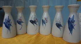 青花瓷手绘小酒瓶6个高15厘米 塑料盖每个容量220毫升(46j)