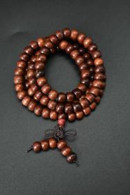 《黄金木手串》一条 手串周长约为:64cm,总重量:19.32g   单颗直径为:7.5mm 。