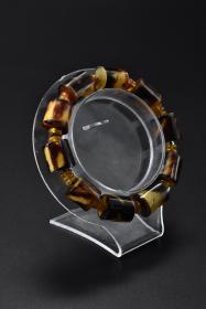 《手镯》1串 顶级材料  单颗尺寸:1.3*1.2*1.2cm 手镯周长23.4cm 重10.9g  。