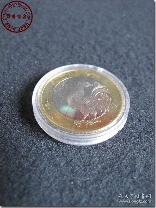 【2017鸡年纪念币】,1枚,面值10元,中国人民银行2016年12月发行,直径27毫米,材质为   双色铜合金,全新十品,带原装透明亚克力保护盒。