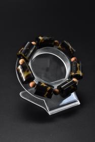 《手镯》1串 顶级材料  单颗尺寸:2.1*1.7*1.7cm 手镯周长27.5cm 重13.94g  。