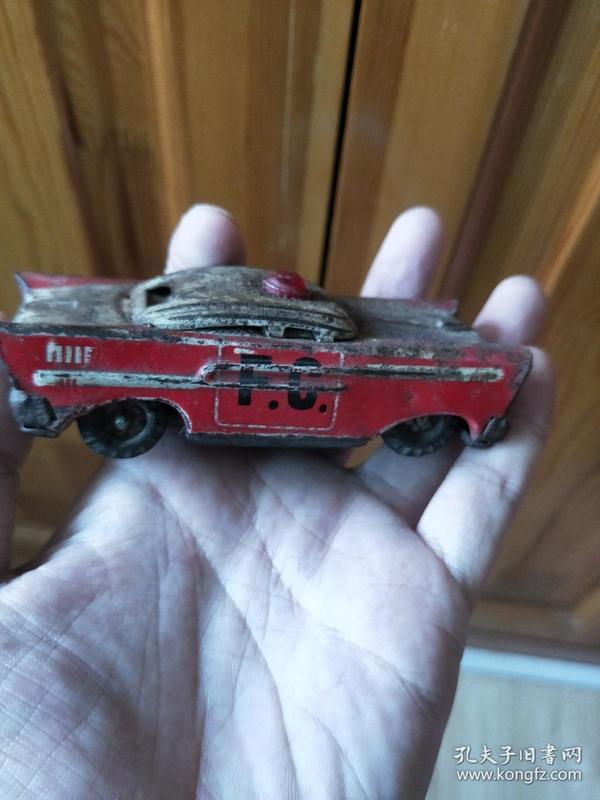 铁皮玩具轿车