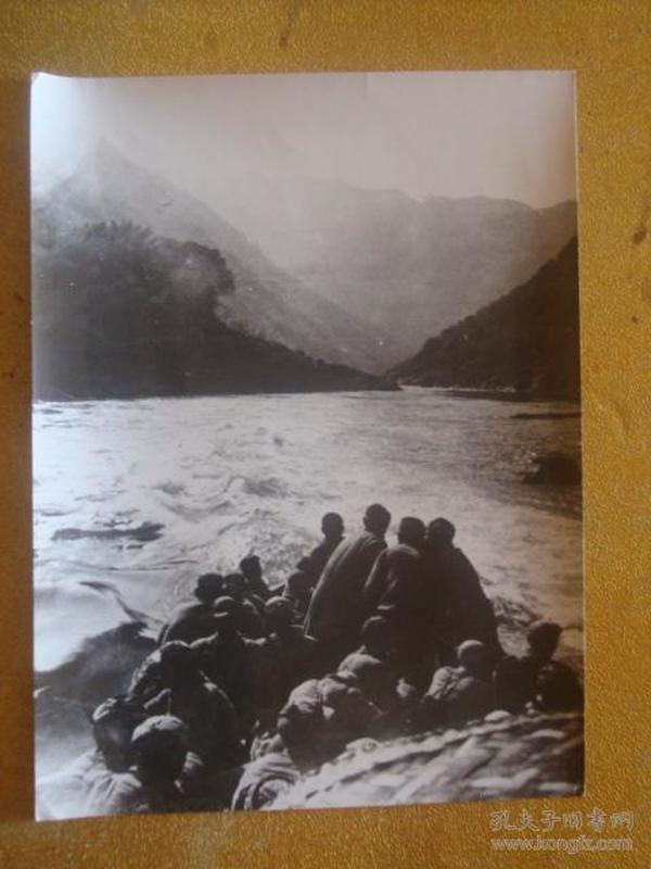 老照片 1949年人民解放军向西南进军时又渡乌江的情形。