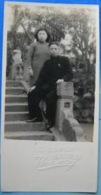 """老照片:上海青浦中山公园(原是县城邑庙的园林,故称灵园。民国16年更名为""""青浦中山公园""""。今名曲水园),美华照相馆 。美女。【陌上花开系列】"""