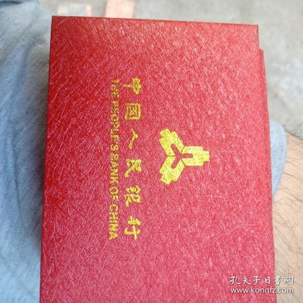 1盅司面值十元成色999,2013年熊猫币2块