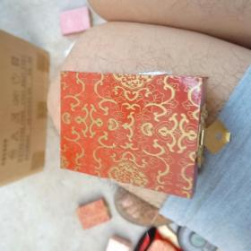 1盅司面值十元成色999,1985年熊猫币
