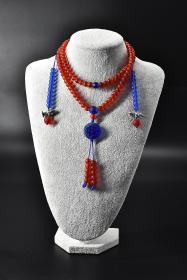 《琉璃项链》1件 项链周长:83cm  单珠尺寸:8.3mm 。总重量:123.79克。颜色亮丽,样式精美。 琉璃被誉为中国五大名器之首,佛家七宝之一。