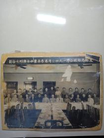 民国原版老照片:五部局格致公学1940年春季毕业班全体师生合影   (尺寸27X20CM)
