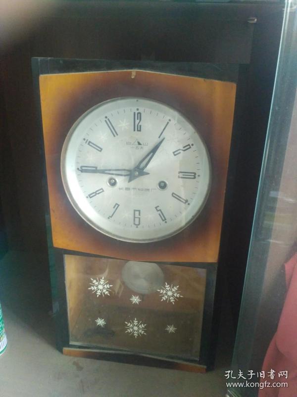 老式座钟(长春市钟表厂)
