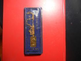 上海造币厂:罕见原盒老宝贝毛主席挂件像章(长30MM宽15MM)