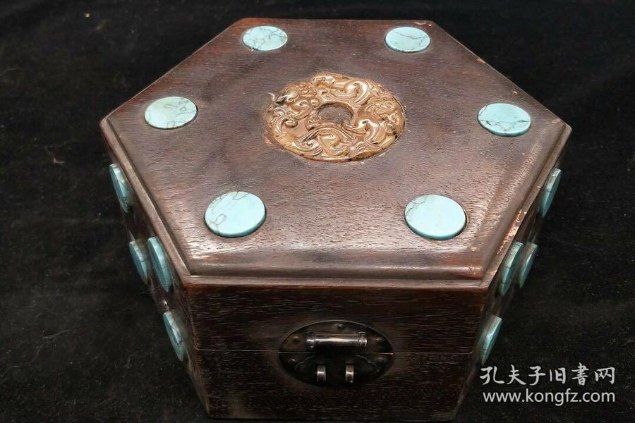 乌木镶玉盒,重量662g代理转图可以加价,运费自理。
