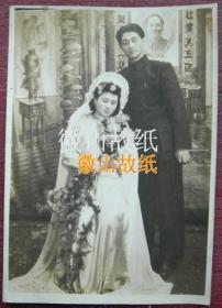 """民国老照片:民国,美女结婚照,照相馆布景中堂挂""""毛主席像""""——十分罕见!~"""