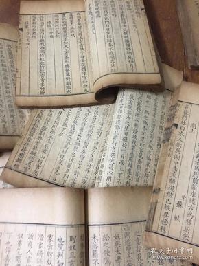 """善本,清雍正九年(1731)两浙盐驿道库刊本精写刻《西湖志》,原装20册48卷大全套,是书号称""""西湖第一书"""",是一部古代西湖和西湖文化历史的珍贵方志,也是一部古代西湖最具权威的""""百科全书""""。"""