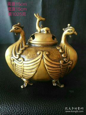 民国时期铜三凤熏香炉一个,包浆浑厚,器型漂亮精致,份量厚重,最适合收藏案头摆设!
