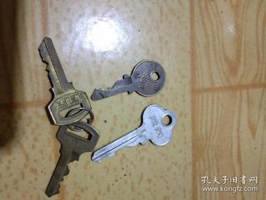 铜杂项收藏七八十年代使用过的凤凰钻石铜钥匙和双狗牌铝钥匙
