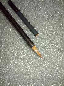 老毛笔。。珍木杆纯狼小楷1支(至于什么木?略沉,外面似有一层黑漆,木质本人无法鉴别。字是后期补刻)