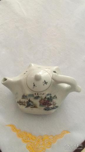 精美瓷器,异形壶。山川秀色图。喜欢的朋友不要错过