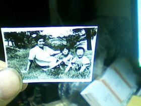 1寸黑白照片 三人