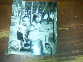 1寸半黑白照片 俩小孩