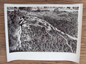超大尺寸老照片:【※ 1979年,对越自卫反击战----越南侵略者侵占我国广西凭祥市友谊关附近的浦念岭 ※】