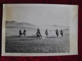 六十年代老照片    蒙古人民革命纪念日  赛马镜头     照片15厘米宽10.2厘米    B箱——18号袋
