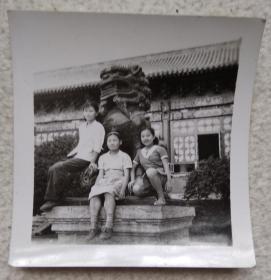 黑白照片(三姐妹)