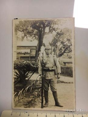 侵华日军照片:一个拿枪的日本兵