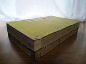 稀见版画和刻本《神职宝鉴》2册全。图版多,其中有多色套印的,比较华丽。日本祭典祭祀礼仪作法着装祝词建筑图祭器乐器等,神道儒教仪礼,共约150叶300面,明治32年版。孔网惟一