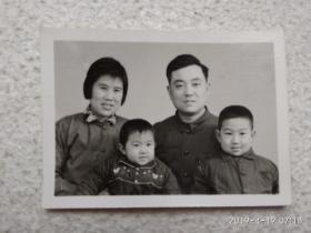 黑白老照片(一家人)