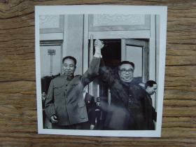 老照片:【※1978年,华国锋出访朝鲜,平壤牡丹峰体育场举行十万人欢迎大会,华主席和金日成挥手致意 ※】