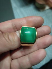 久不退色18k金戒指,绿色猫眼石戒指,老凤祥款。.