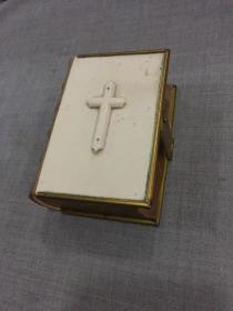 十九世纪《英文祈祷书》洋装精装一册全,象 牙封皮装饰,小羊皮书脊烫金,美感十足,品佳!